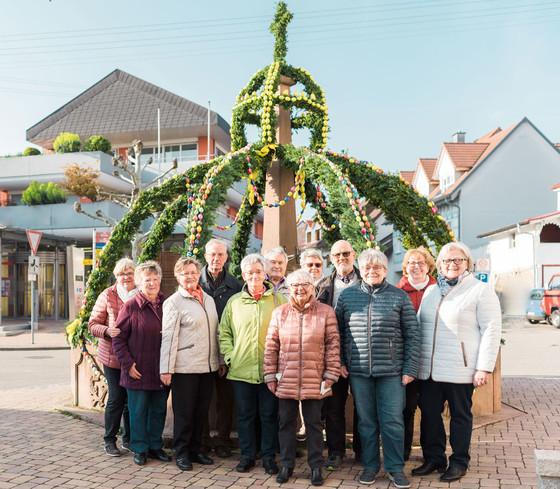 Osterbrunnen Ihringen und ehrenamtliche Helfer