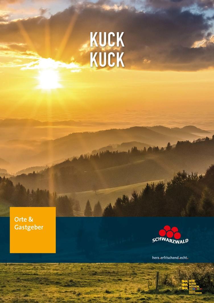 Kuck Kuck Broschüre mit Schwarzwaldkulisse bei Sonnenuntergang