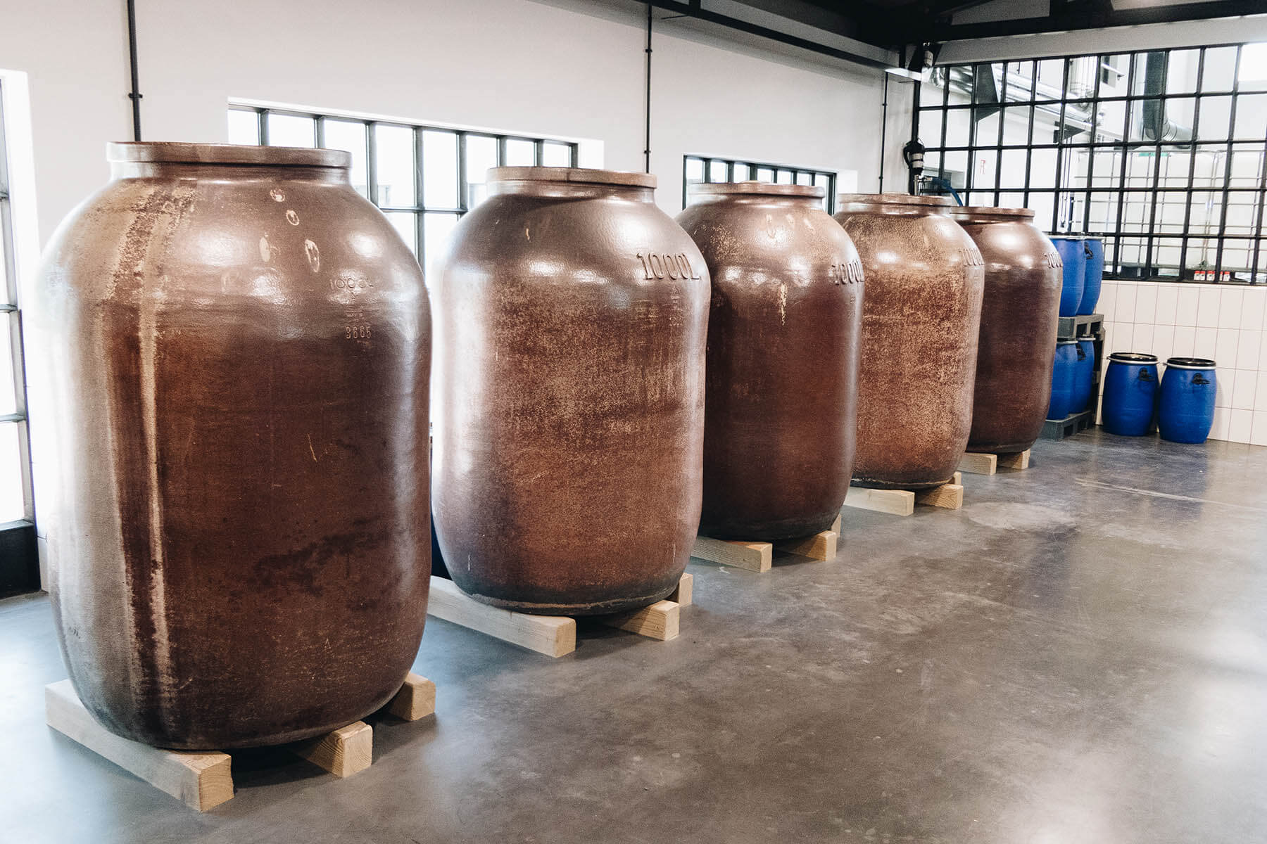 Steingefäße zur Gin-Herstellung