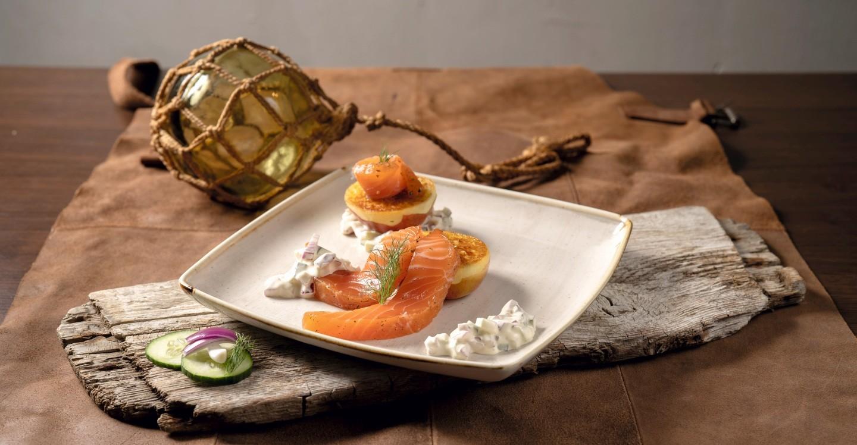 Gebeizter Lachs und gegrillter Apfel aus der #heimatKüche