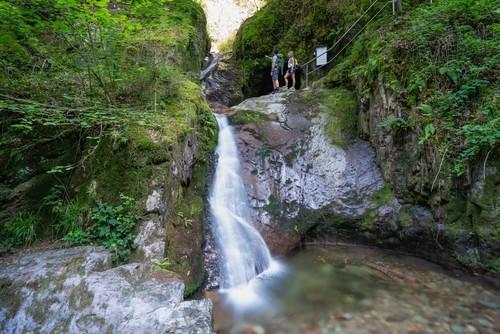 Edelfrauengrab-Wasserfälle Ottenhöfen werden bestaunt