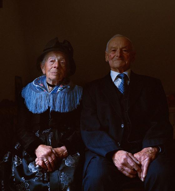 Trachtenfrauen in Portraits
