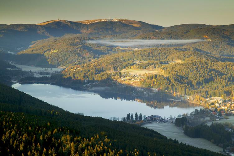 Titisee und Feldberg im Hochschwarzwald gehören zu den bekanntesten Ausflugszielen im Südschwarzwald.
