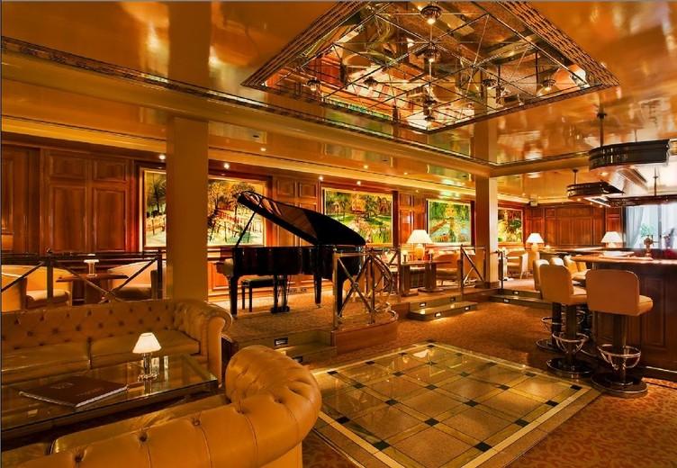 Colombi Freiburg Hotelbar mit Flügel