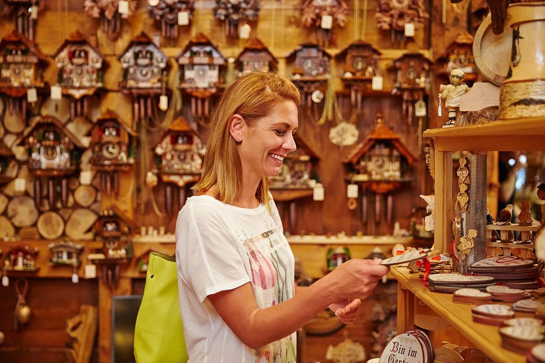 NaDU - Ferienland Schwarzwald Kuckucksuhren Geschäft hoch