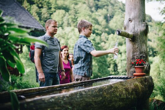Erfrischung am Brunnen © Chris Keller / STG