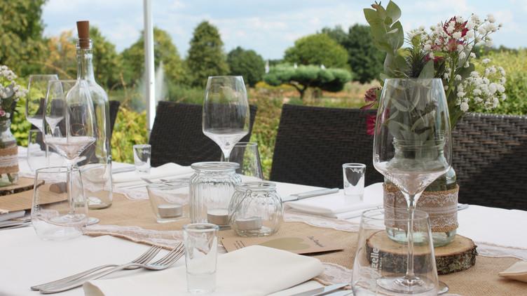 Gedeckter Tisch im Restaurant Golfclub