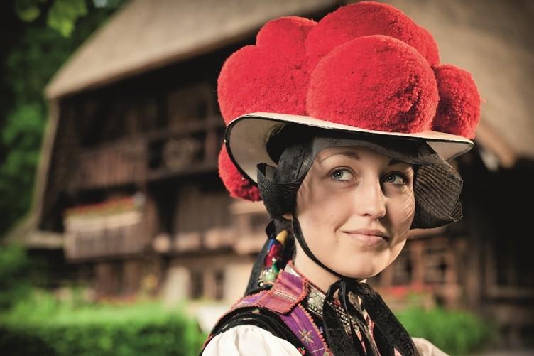 Bollenhut-Mädchen im Freilichtmuseum Vogtsbauernhof