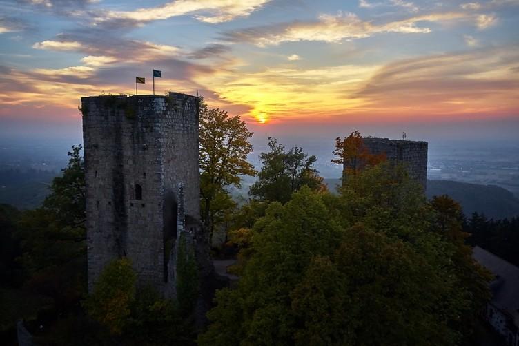 Eindrucksvoll ist der Sonnenuntergang von der Ruine aus gesehen