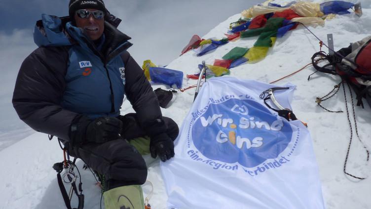 Ralf Dujmovits im Gipfelglück.