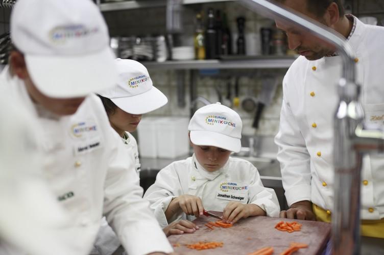 Kinder bekommen Kochkurs