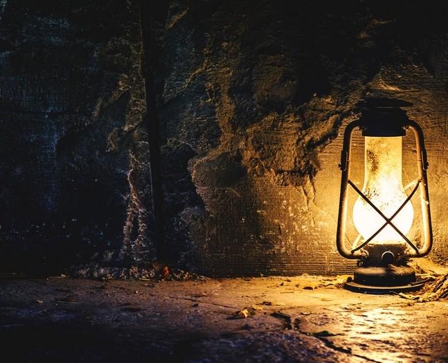 Lampe Bergwerk Copyright Vadim Georgiev / 123rf