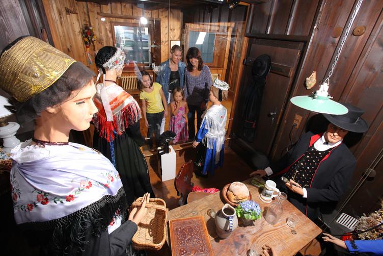 Im Trachtenmuseum kann die reichte Kultur der Region bewundert werden