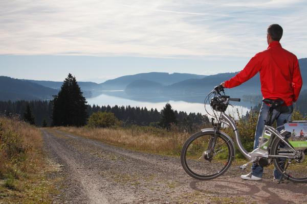 E-Bike-Tour mit Blick auf den Schluchsee