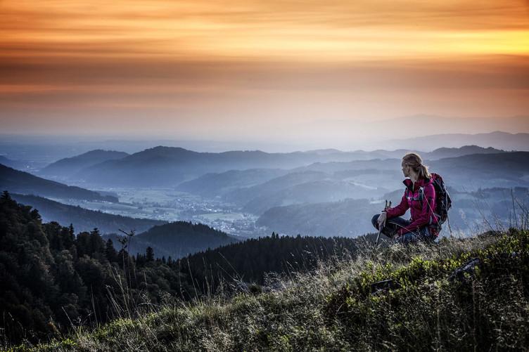 Quer für Zuschnitt Qualitätswanderweg Weitblick im Morgengrauen