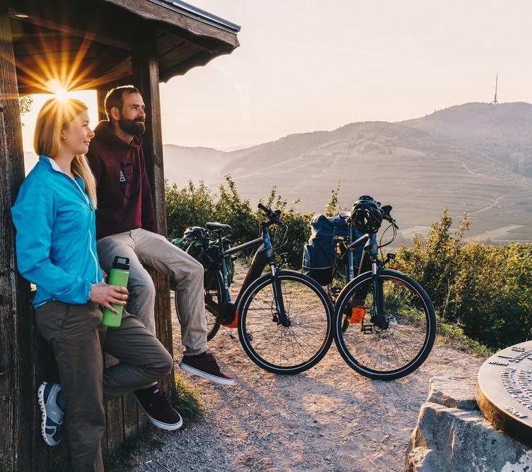 Badischer Weinradweg Sonnenaufgang Pause Pavillon