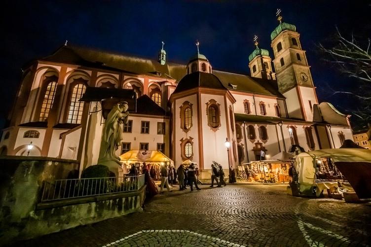 St. Fridolinsmünster bei Nacht