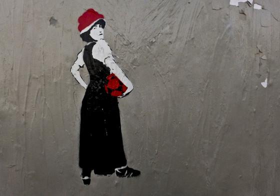 Graffiti: Schwarzwaldmädel mit Fußball und Fußballschuhen