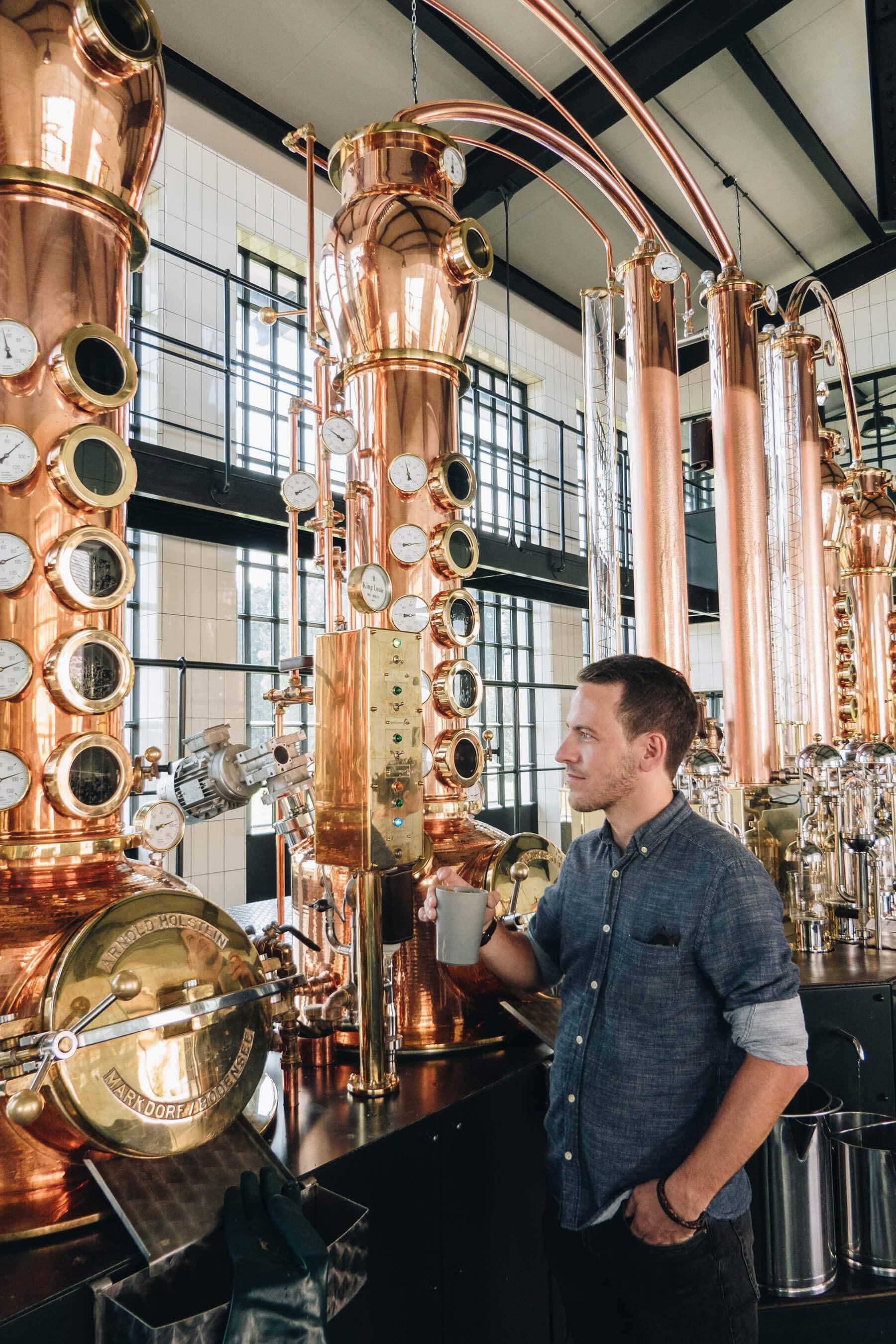 Das Herzstück jeder Destillerie sind die kupfernen Brennblasen